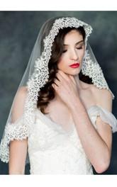 Short Cute Wedding Veil with Lace Appliques