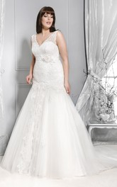 Plunged Sleeveless Mermaid Tulle plus size wedding dress With Appliques And Sweep Train
