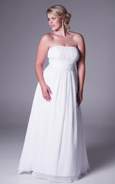 Strapless Chiffon Ruched plus size Wedding Dress With Appliques And Court Train