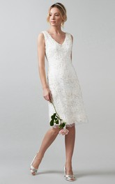 V-neck Knee-length Sleeveless Dress With Appliques