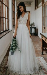 Elegant Sleeveless A Line Tulle Lace Scalloped V-neck Floor-length Wedding Dress