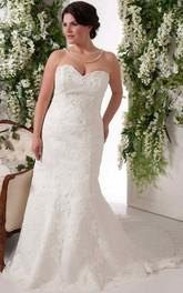 Sweetheart Appliqued plus size wedding dress With Court Train And Corset Back