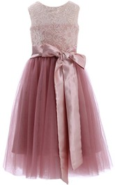 Jewel-Neck Sleeveless Lace Tulle Flower Girl Dress With bow