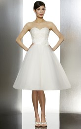 Sweetheart Knee-length short A-line Dress With Flower And Appliques