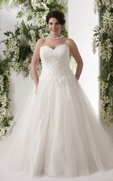Sweetheart Appliqued A-line Ball Gown plus size wedding dress With Court Train