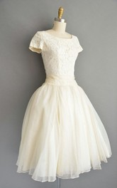 Short Sleeve Scoop-neck A-line short Wedding Dress With Zipper And Lace top