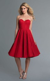 A-Line Backless Pleats Knee-Length Sweetheart Sleeveless Strapless Lace Dress