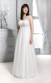 Sleeveless V-neck Tulle plus size wedding dress With Appliques And Pleats
