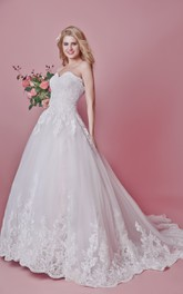 Motif Train Floral Vintage-Inspired Wedding Dress