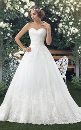 Sleeveless Sweetheart Lace Ball Gown Bridal Dress With Appliques And Buttons
