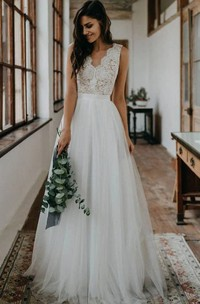 Elegant Sleeveless A Line Tulle Lace Scalloped V-neck Floor-length Wedding Dress