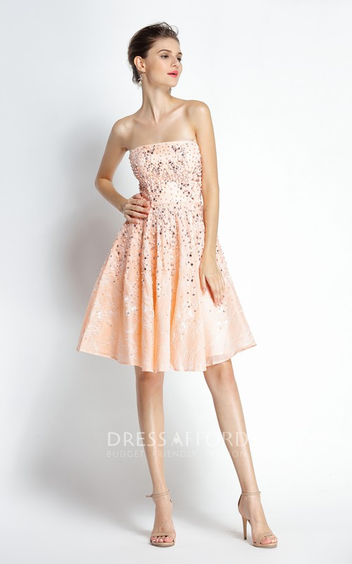 Knee-length A-Line Strapless Sleeveless Lace Prom Dress with Beading