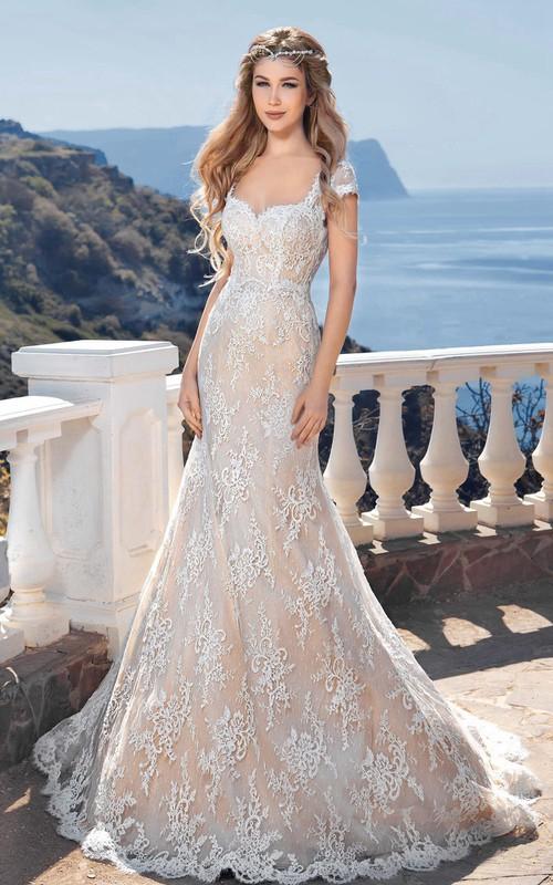 Bateau-Neck Keyhole Floor-Length Mermaid Lace Short-Sleeve Gown