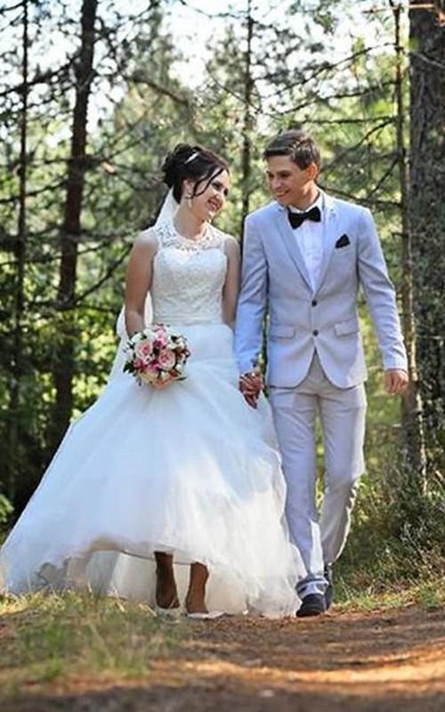 Ethereal Tulle Jewel-neck Sleeveless Ball Gown Wedding Dress