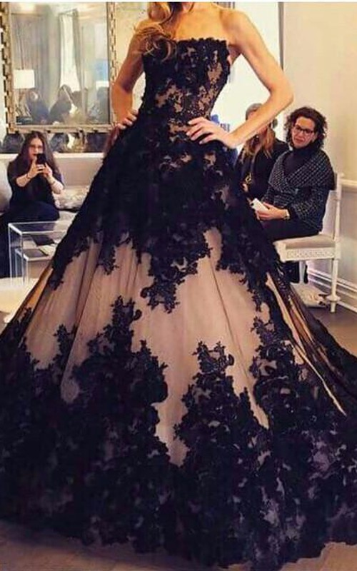 Chic Lace Appliques Ball Gown Evening Dress 2018 Strapless Sleeveless
