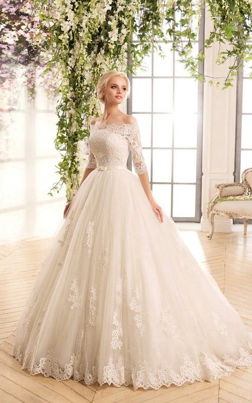 Short-Sleeve Appliqued Tulle Floor-Length A-Line Lace Dress