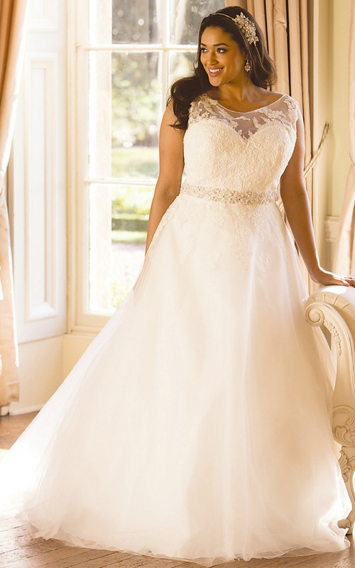 Cap-sleeve Scoop-neck Tulle plus size Wedding Dress With Appliques And Embellished Waist