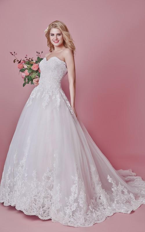 Motif Train Floral Vintage-Inspired Wedding Dress