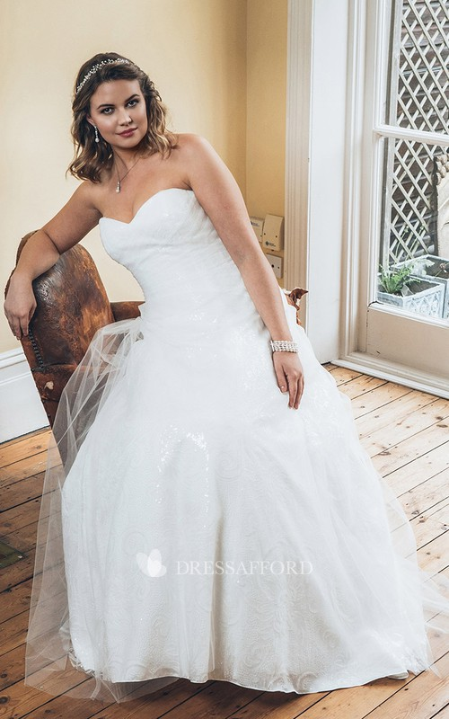 Sweetheart Lace Floor-length plus size wedding dress With Tulle Overlay